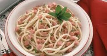 Bucatini-al-prosciutto-e-mele-renette