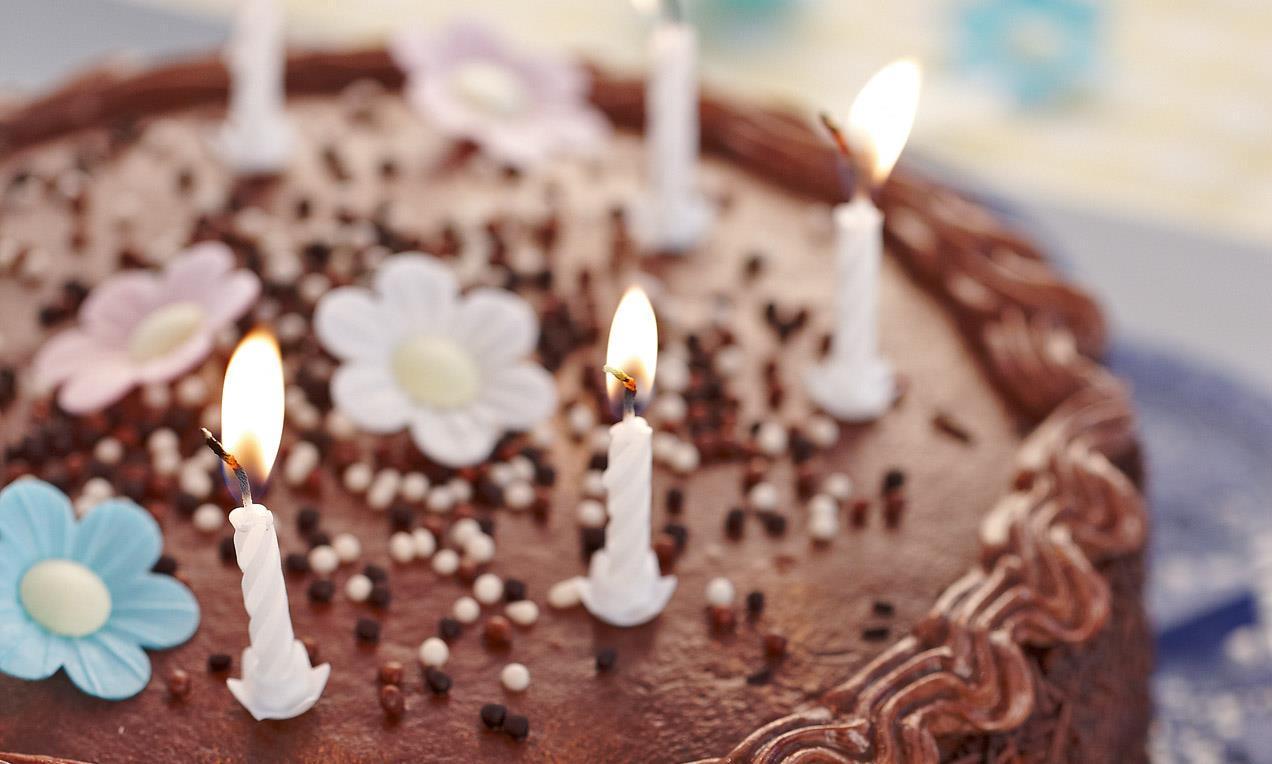 Idee Per Decorare Una Torta 4 ricette facili per una torta di compleanno deliziosa